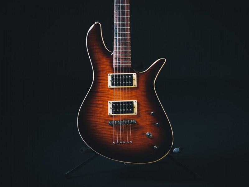 zg-guitar-doublecut-1